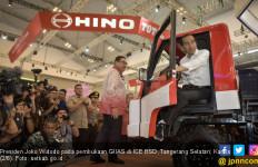 Jokowi Beber Tantangan Industri Otomotif ke Depan - JPNN.com