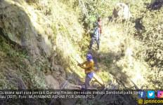 Detik-detik Kepala Pendaki Gunung Rinjai Terbentur Batu, Duh - JPNN.com
