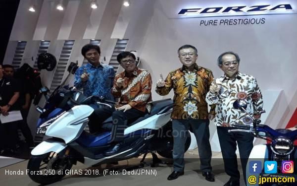 Pede Lawan Yamaha Xmax, Ini Keunggulan Honda Forza 250 - JPNN.com