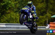 Wow! Valentino Rossi Pimpin 10 Pembalap ke Q2 MotoGP Ceko - JPNN.com