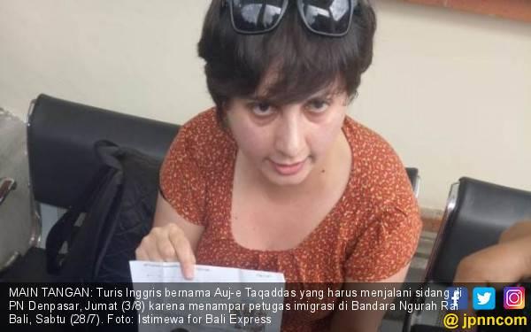 Turis Cewek Penampar Petugas Imigrasi Mengomel di Pengadilan - JPNN.com