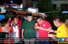 Sekjen Parpol Pengusung Jokowi Kompak Santap Nasgor Jalanan - JPNN.com