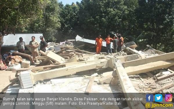 Pura di Bali Ikut Hancur Akibat Gempa Lombok - JPNN.com