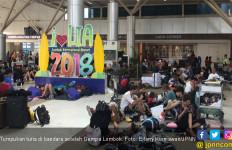 Lihat Nih Tumpukan Turis di Bandara Setelah Gempa Lombok - JPNN.com