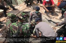 Petugas Kesulitan Mengevakuasi Jasad Korban Gempa Lombok - JPNN.com