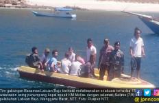 Kapal Terbakar, 15 Wisatawan Asing Terjun ke Laut - JPNN.com