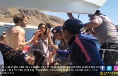 Tim Gabungan Evakuasi 15 Wisman ke Pelabuhan Labuan Bajo - JPNN.com