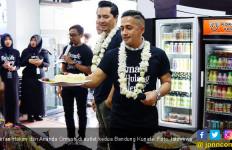 Begini Cara Irfan Hakim - Omesh Rayakan Ultah Bandung Kunafe - JPNN.com