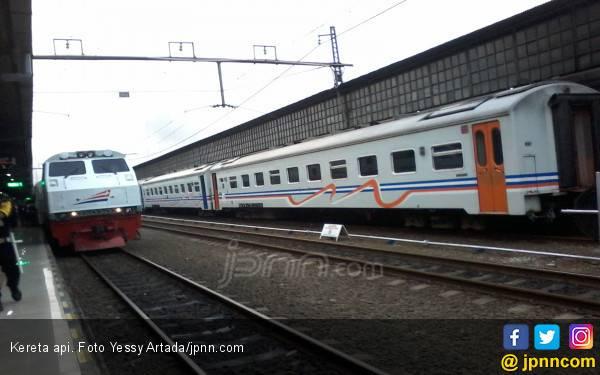 Mobil Antar Jemput Sekolah Disambar Kereta Api, Terseret 20 Meter - JPNN.com