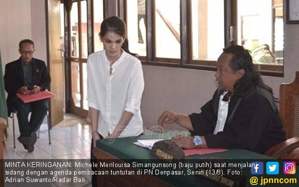 Tuntutan 3 Tahun Penjara buat Si Cantik Eks Pramugari Garuda - JPNN.com