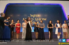 SPG Cantik Peraih Miss Auto Show 2018 Kebelet SUV - JPNN.com