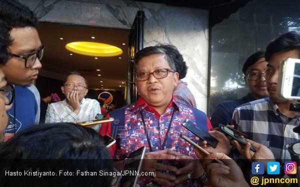 Prabowo dan Jokowi Berpelukan, Hasto: Menyejukkan - JPNN.com