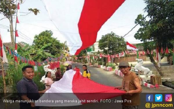 Salut! Warga Jahit Sendiri Bendera Sepanjang 300 Meter - JPNN.com