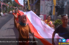 Warga Kibarkan Bendera Merah Putih Sepanjang 350 Meter - JPNN.com