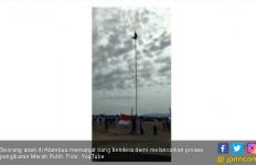Menpora Sebut Anak Panjat Tiang Bendera Adalah Pahlawan - JPNN.com