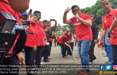 Ketika Hasto Jadi Penengah bagi Emak-emak di Perayaan HUT RI - JPNN.com