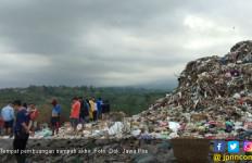 Pemulung Upacara HUT RI ke 73 di Tumpukan Sampah - JPNN.com