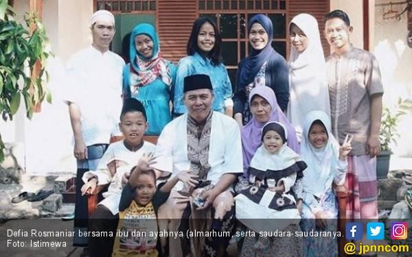 Emas Pertama Indonesia: Ibunda Defia Sempat tak Setuju - JPNN.com