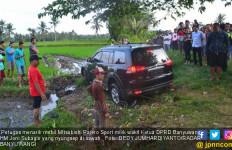 Kronologis Mobil Wakil Ketua DPRD Nyungsep di Sawah - JPNN.com
