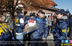 Rumah Mantan Presiden Argentina Diacak-acak Polisi - JPNN.com