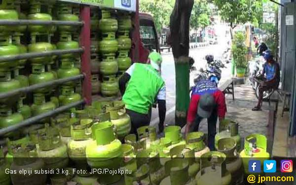 Emak-Emak Gelisah Harga Gas Elpiji Naik 100 Persen - JPNN.com