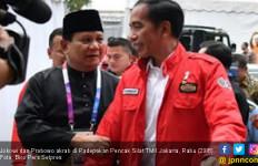 Bikin Adem, Prabowo Tarik Tangan Jokowi dan Berpelukan - JPNN.com