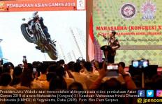 Beber Rahasia Video Akrobat Naik Motor, Jokowi: Gila, Bro! - JPNN.com
