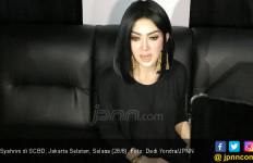 Unik, Syahrini Akan Pakai Headpiece Terbesar di Dunia - JPNN.com