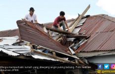 Belasan Unit Rumah di Tapsel Rusak Diterjang Angin Puting Beliung - JPNN.com