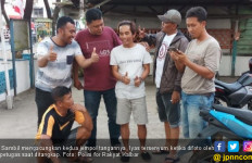 Tertangkap, Buronan Malah Senyum dan Acungkan Jempol - JPNN.com