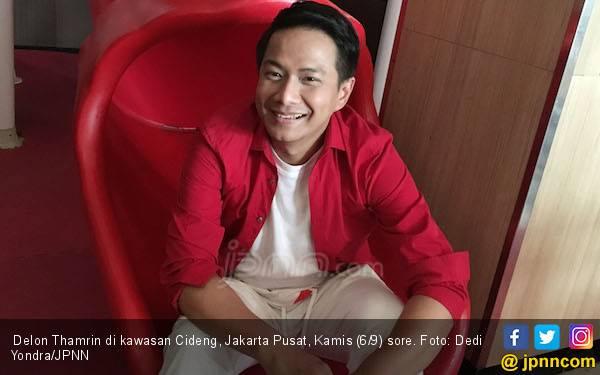 Alasan Delon Tak Mau Pakai Pengacara Urus Proses Cerai - JPNN.com