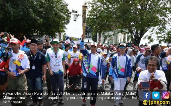 Menpora Bawa Obor Asian Para Games Keliling Kota Ternate - JPNN.com
