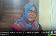 Demi Prabowo, Ibu Ini Rela Jalan Kaki 150 Kilo - JPNN.com
