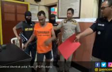 Kejar-kejaran di Atap Rumah, Jambret Jatuh Sekali Tembakan - JPNN.com