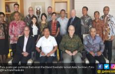 Demokrat Posting Foto Pendiri Asia Sentinel dengan Moeldoko - JPNN.com