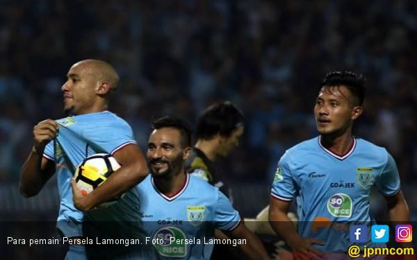 Perseru vs Persela: Tamu Terlalu Perkasa di Stadion Marora - JPNN.com
