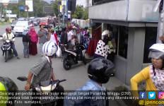 Tak Terima Ditilang, Pengendara Nekat Gigit Jari Polantas - JPNN.com