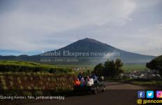 Dua Pendaki Terpaksa Dievakuasi dari Gunung Kerinci - JPNN.com