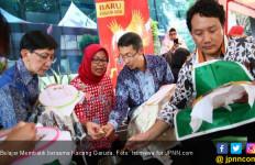 Rayakan Hari Batik Nasional dengan Membatik - JPNN.com
