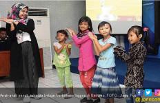 Ketika Anak Kampung Eks Dolly Belajar Bahasa Inggris - JPNN.com