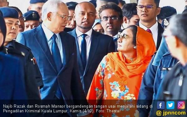 Digarap Berbarengan, Najib dan Rosmah Mesra di Pengadilan - JPNN.com