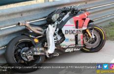 Lorenzo Celaka di FP2 MotoGP Thailand, Motornya Berbelah - JPNN.com