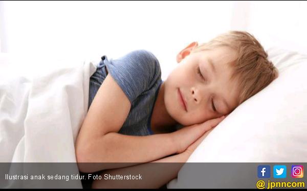 5 Cara Agar Anak Tidur Tepat Waktu - JPNN.com