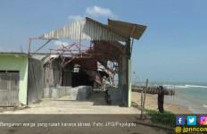 Diterjang Abrasi, Rumah Warga Rusak Berat - JPNN.com