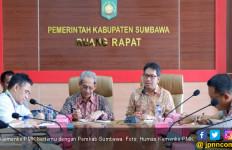 Temui Bupati Sumbawa, Kemenko PMK Minta Percepatan Rehab - JPNN.com