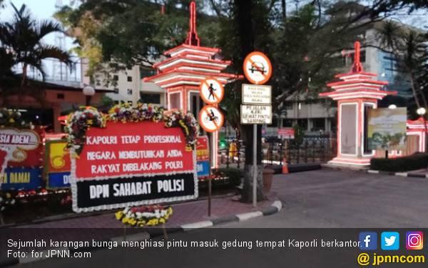 Sahabat Polisi Kirim Karangan Bunga Untuk Kapolri - JPNN.com