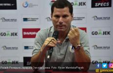 Ditekuk Bhayangkara FC, Pelatih Persipura: Lapangan Jelek - JPNN.com