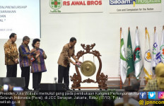 Presiden Jokowi Sentil Dirut BPJS Kesehatan di Kongres Persi - JPNN.com