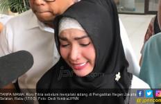 Sambil Tersedu-sedu, Roro Fitria Mengaku Rindu pada Sosok Ini - JPNN.com
