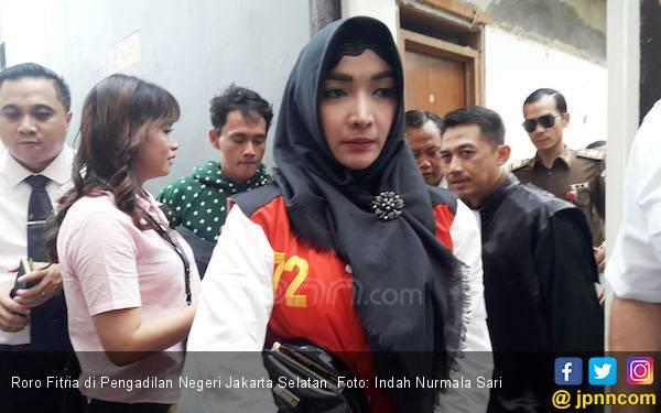 Roro Fitria Kirim Surat dari Balik Tahanan, Isinya Menyayat Hati.. - JPNN.com